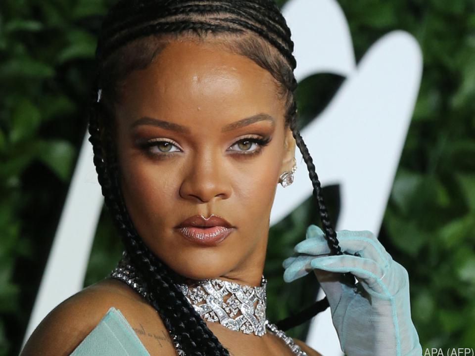 Rihanna wurde für ein Schmuckstück kritisiert