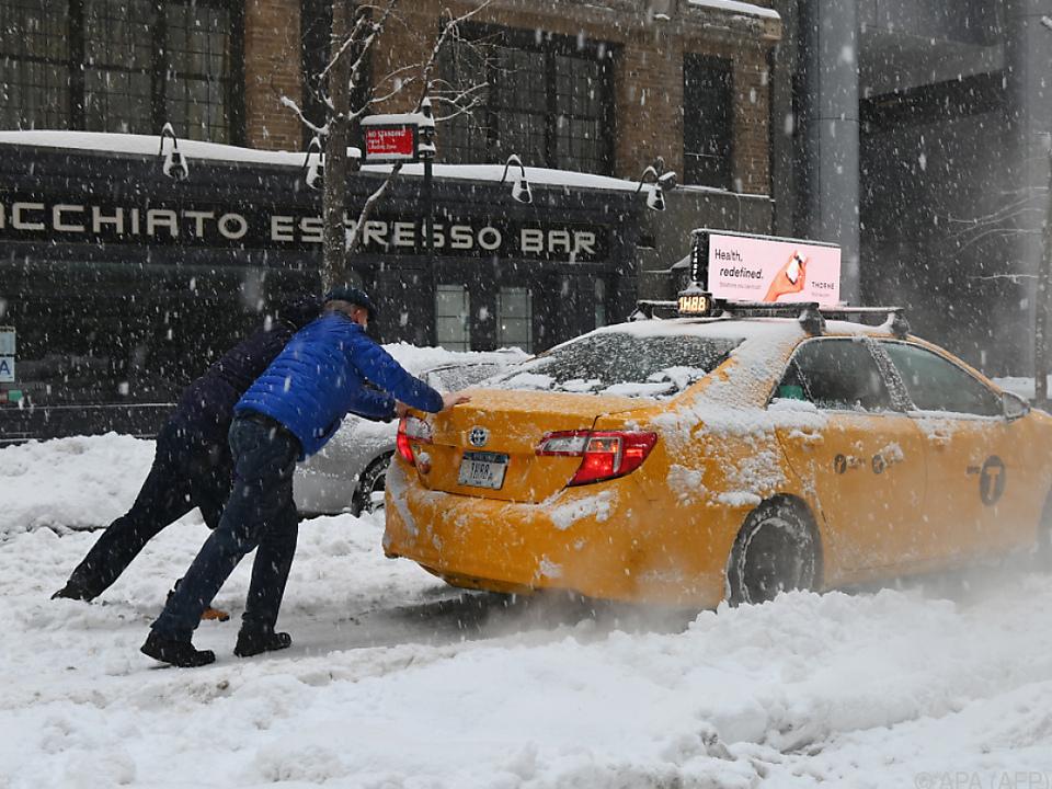 New York von schwerem Schneesturm getroffen