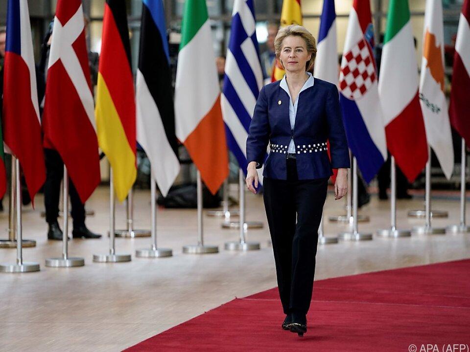 Selbstkriritische EU-Chefin auf dem Weg zum Corona-Impfstoff