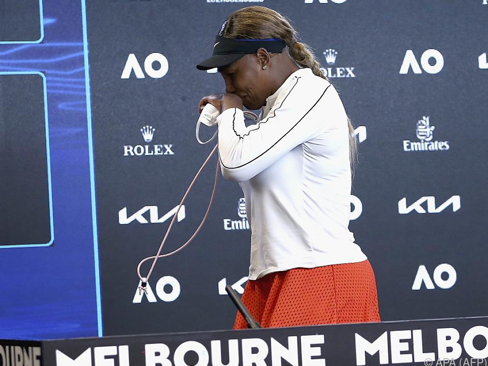 Serena Williams verlässt nach dem Out tränenreich die Pressekonferenz