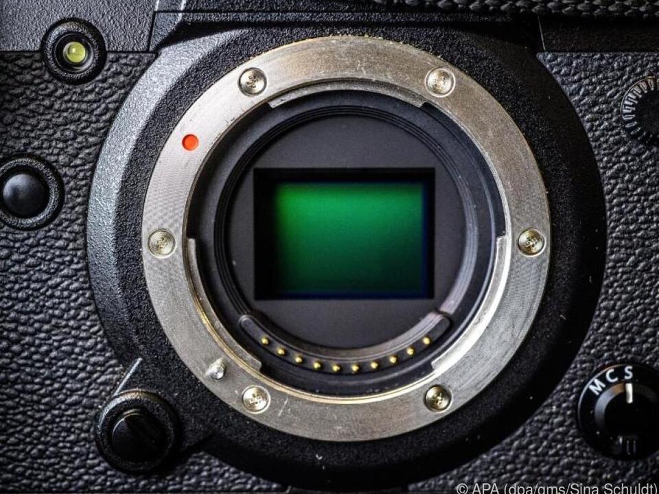 Was da grün schimmert, ist der Kamera-Sensor