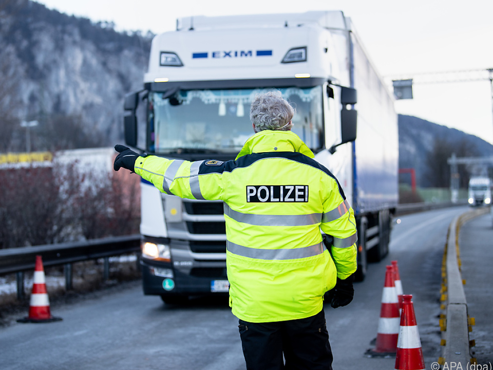 Strenge Grenzkontrollen auf bayerischer Seite