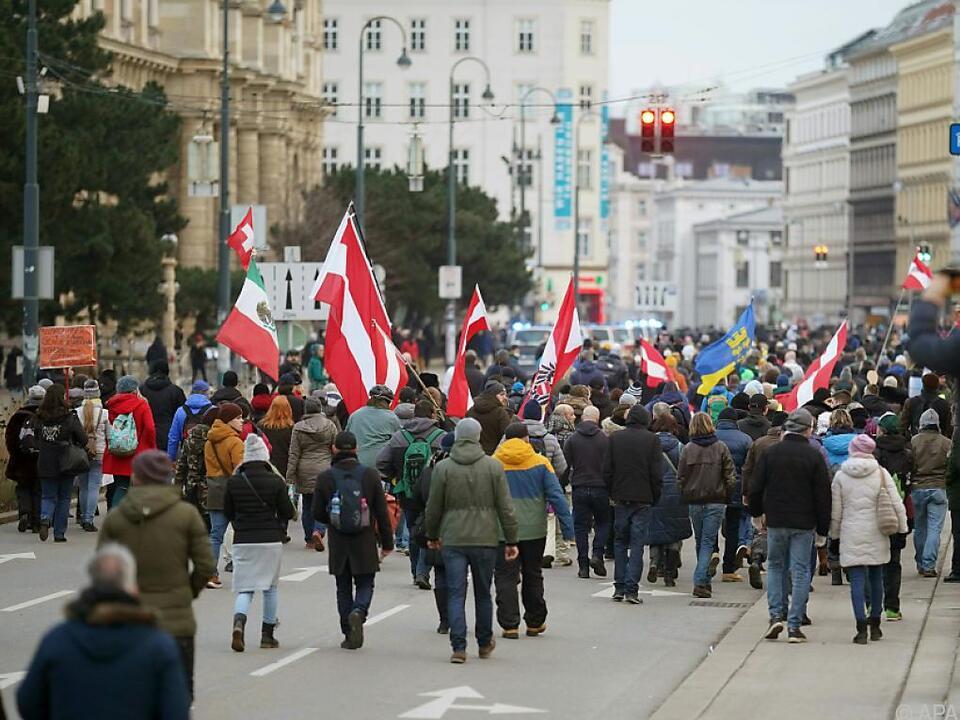 Viele Demonstranten hielten sich nicht an die Corona-Maßnahmen