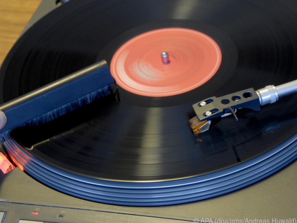 Wer vor dem Abspielen eine Reinigungsbürste einsetzt, erntet sauberes Vinyl
