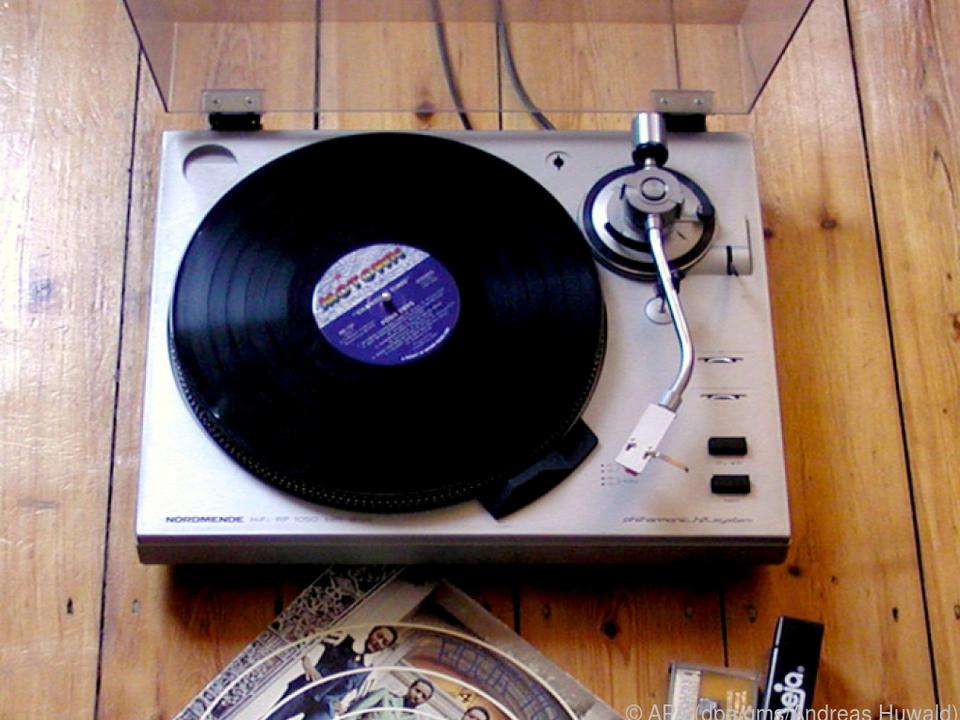 Einen alten Plattenspieler kann man schnell wieder flott machen