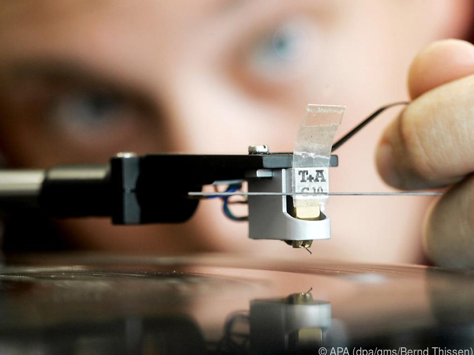 Wer seinen alten Plattenspieler reaktiviert, sollte sich den Tonarm genau prüfen