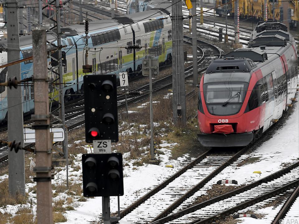 Züge von ÖBB und Westbahn