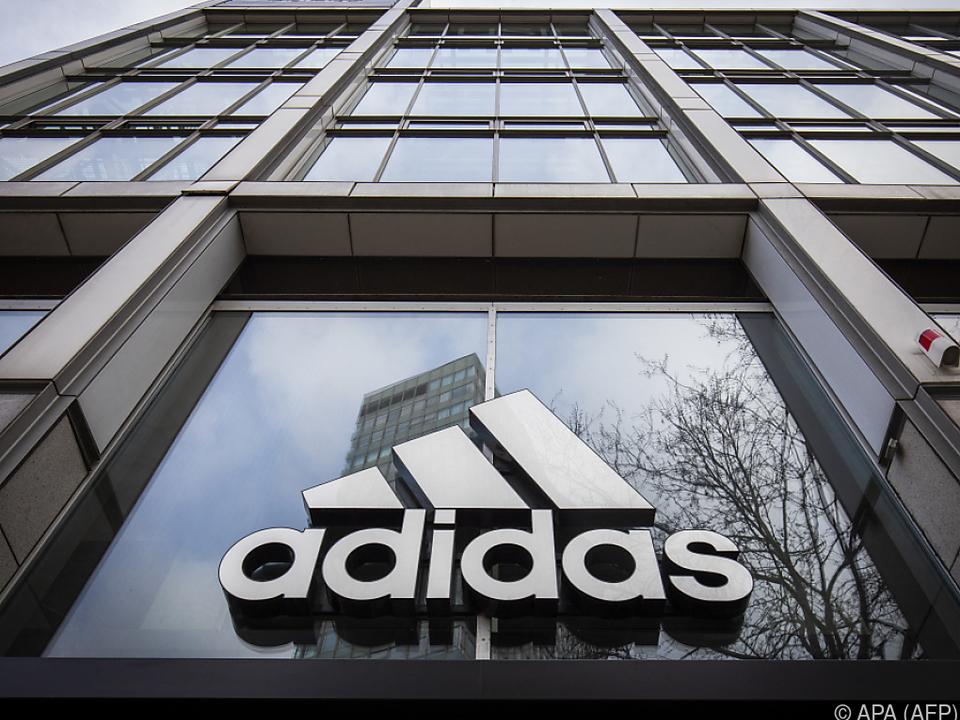 Adidas setzt sich ambitioniertes Gewinnziel
