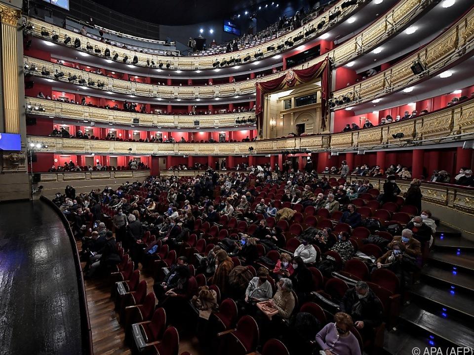 Auch in Coronazeiten ist das Teatro Real von Madrid gut besucht