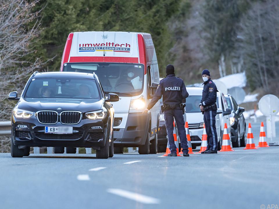 Ausreisekontrolle auf der Pass-Thurn-Straße in Richtung Salzburg