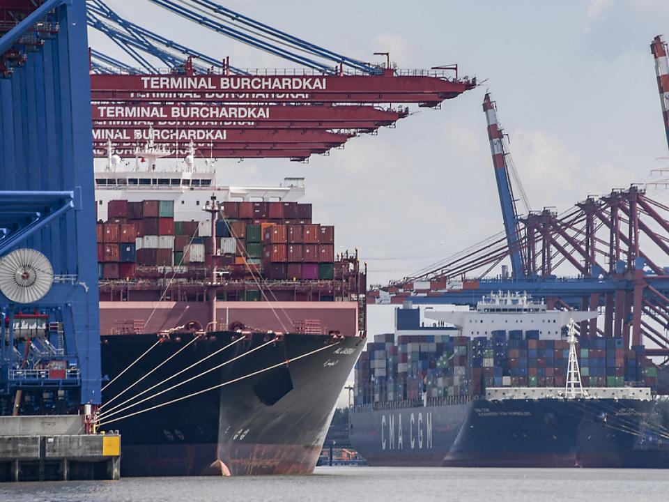 Bei einbrechendem Handel steigerte Eurozone Außenhandelsüberschuss