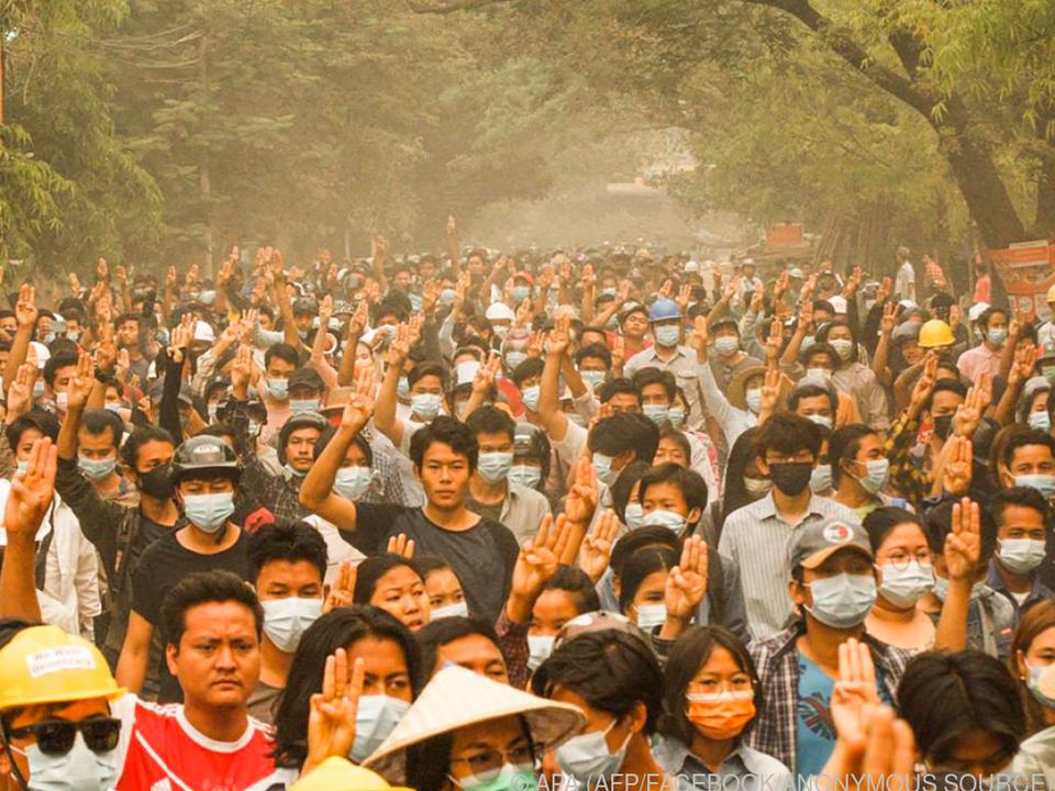 Bilder von den Massenprotesten in Myanmar von einer anonymen Quelle