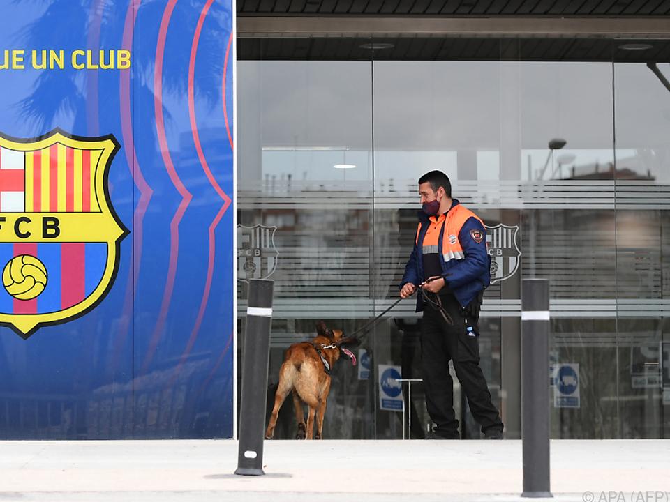 Büroräume im Stadion wurden durchsucht und mehrere Personen abgeführt