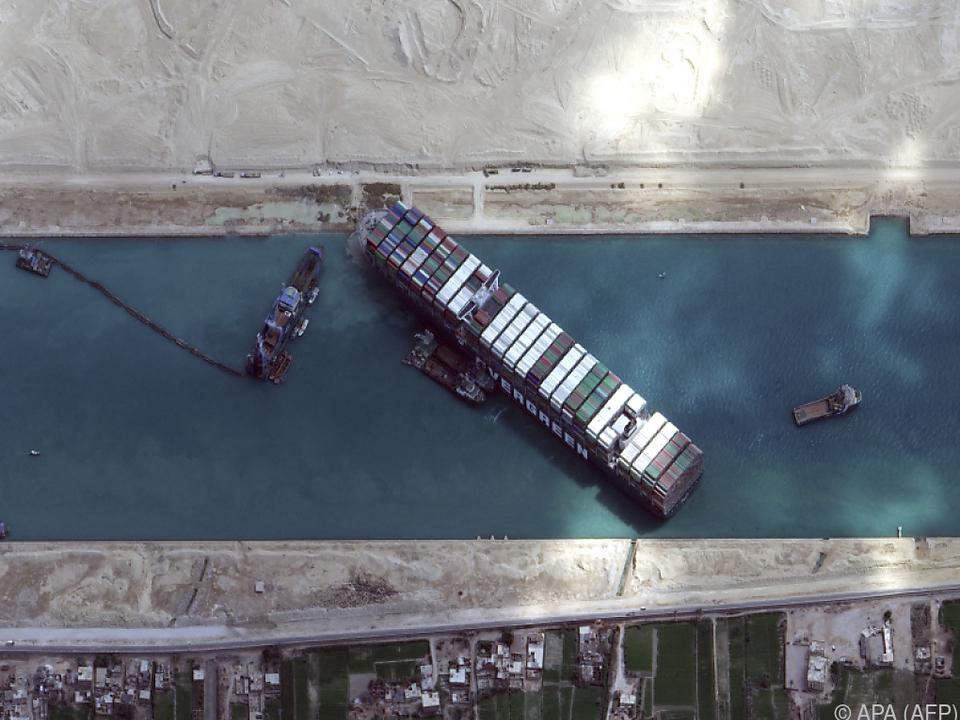 Das auf Grund gelaufene Containerschiff \