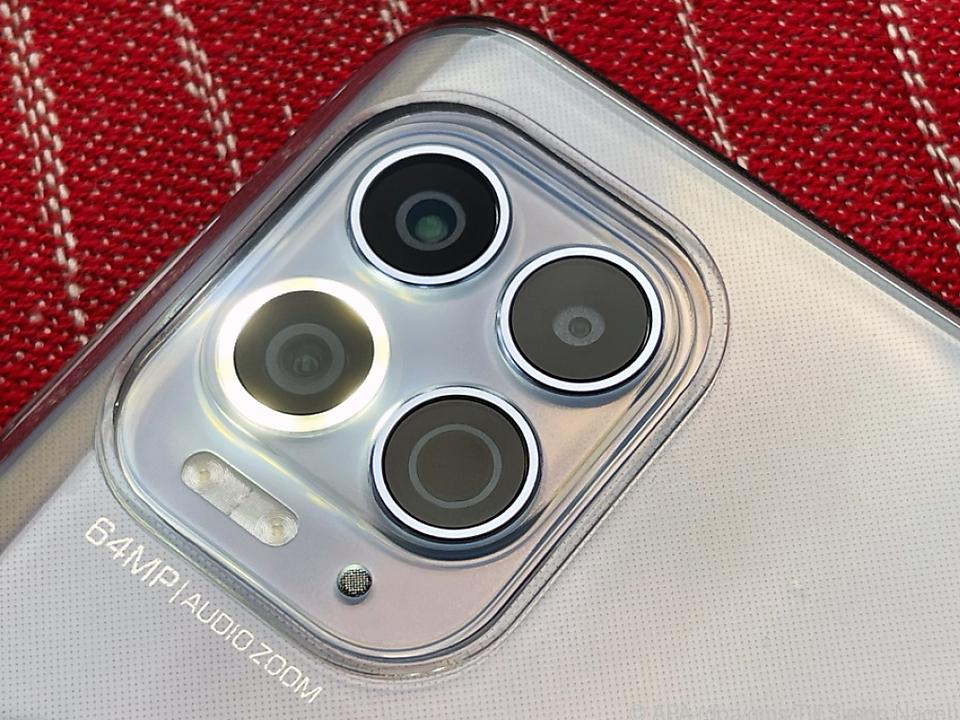 El Moto G100 tiene una característica especial: una cámara macro con flash de anillo