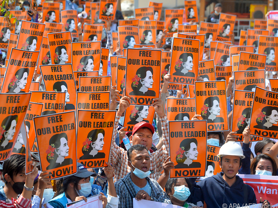 Demokratieaktivisten lassen bei Freilassung Suu Kyis nicht locker