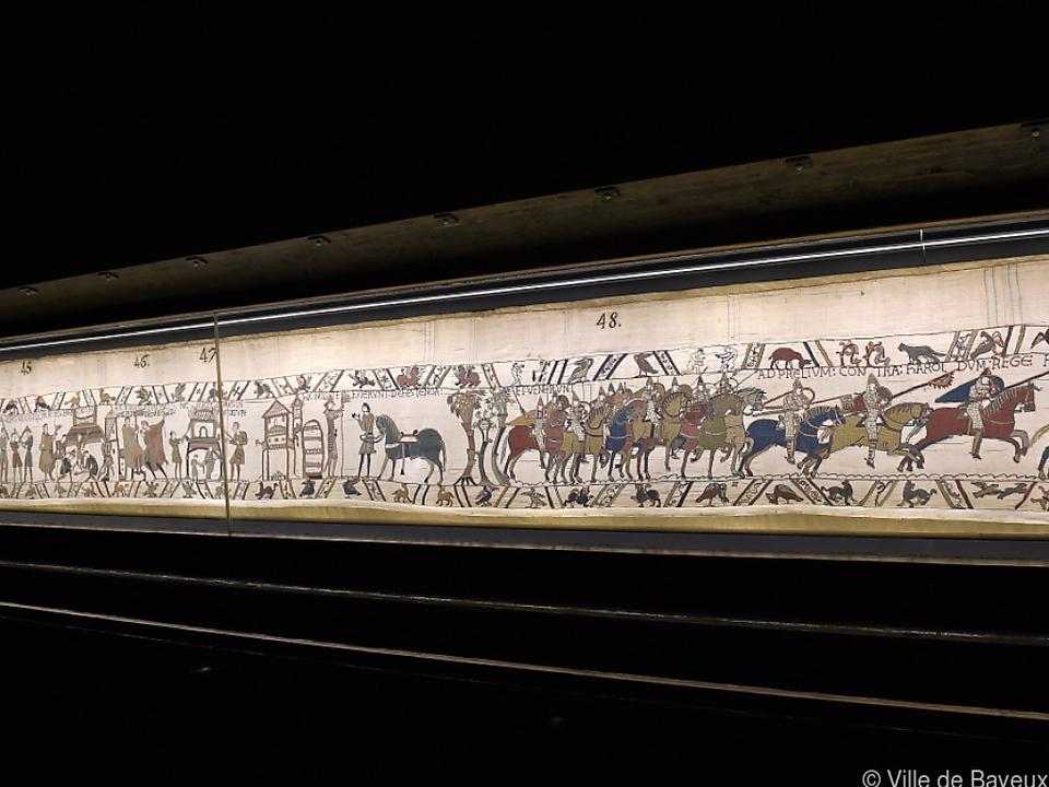 Der Teppich ist 68 Meter lang und zeigt die Schlacht von Hastings 1066