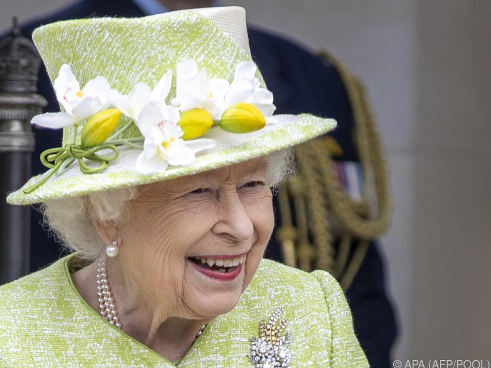 Die Monarchin besuchte ein Kriegerdenkmal für Commonwealth-Soldaten
