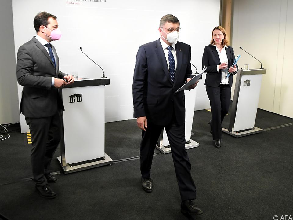 Die Opposition wirft dem Finanzminister Vertuschung vor
