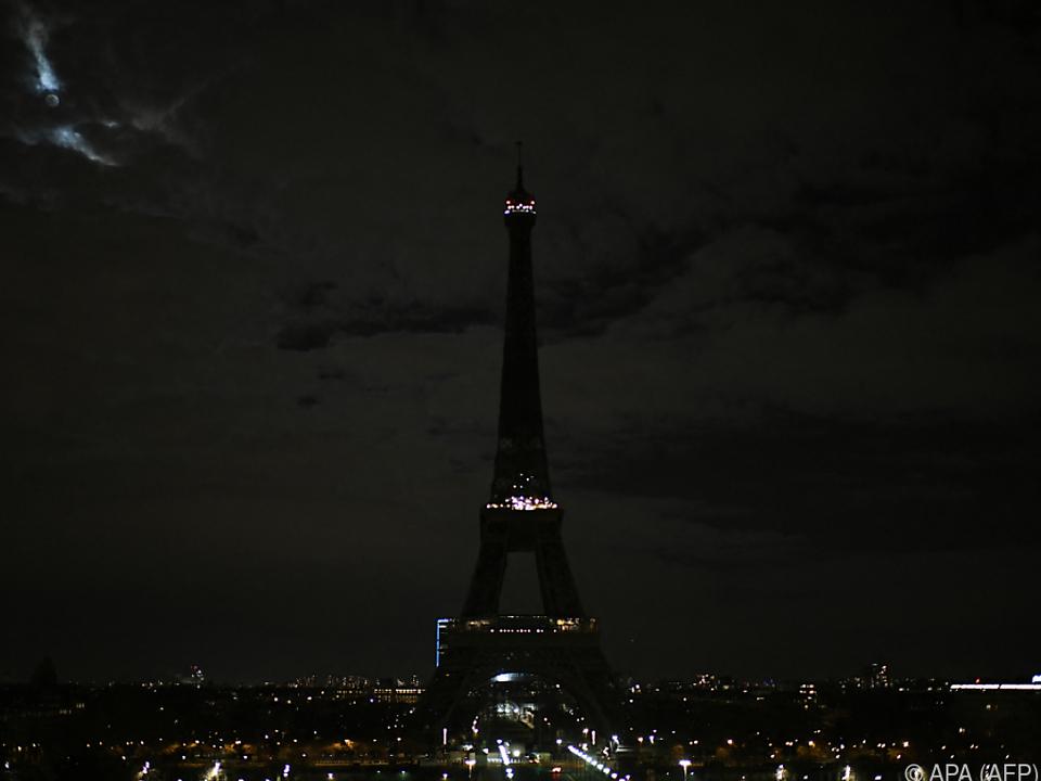 Eiffelturm ganz in schwarz