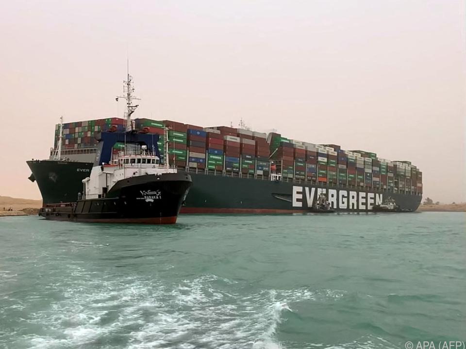Ein Schiff blockiert eine der wichtigsten Handelsrouten der Welt