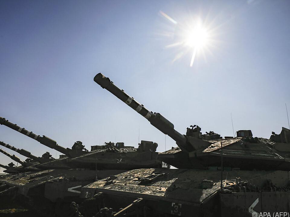 Israelische Kampfpanzer auf den Golanhöhen
