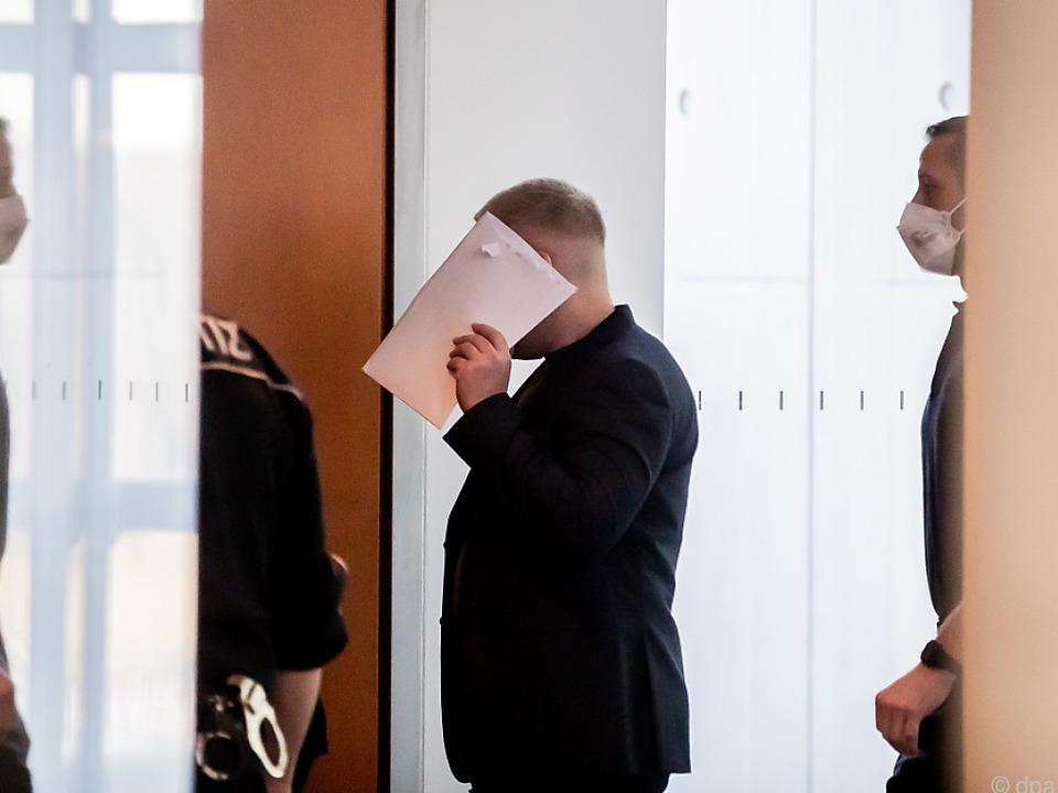 Julian H. sagt im Deutschen Bundestag aus