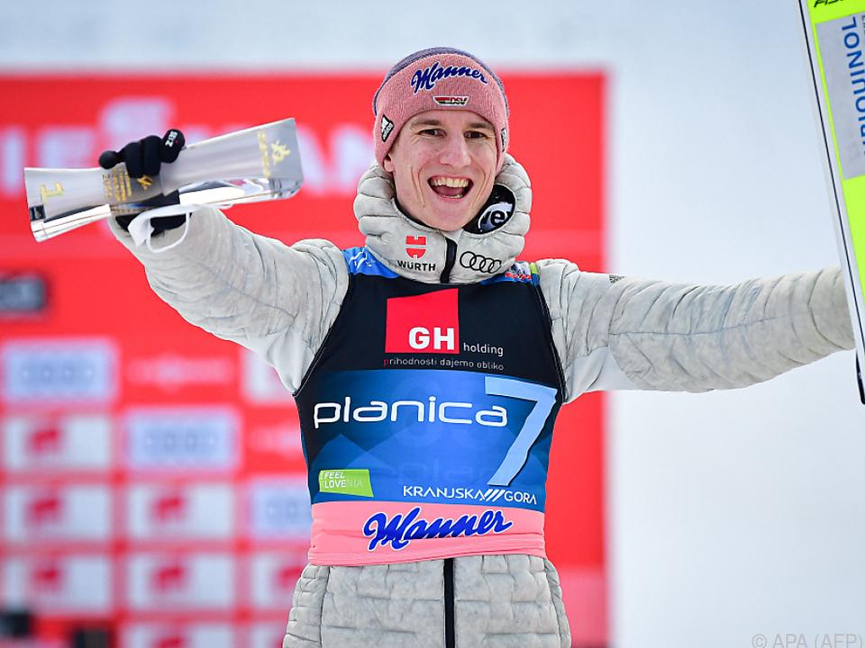 Karl Geiger jubelte über seinen Sieg vor Kobayashi und Pavlovic.