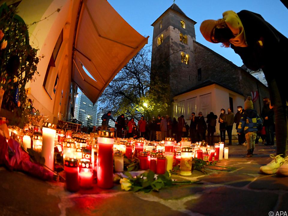Kerzen am Anschlagsort von Wien (Archivbild)