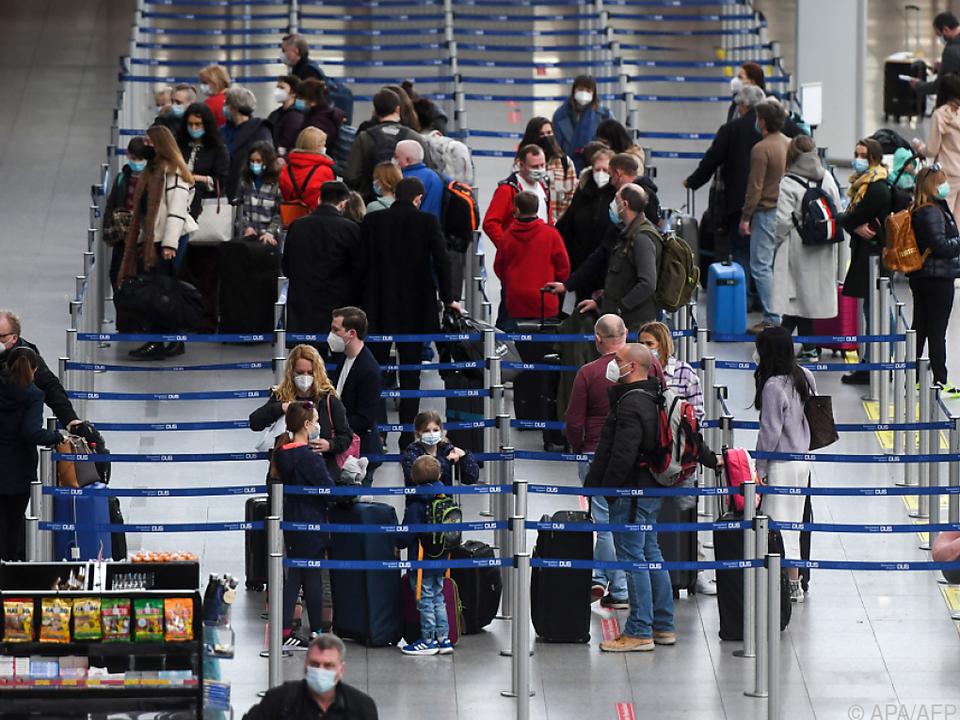 Mallorca-Urlauber auf dem Flughafen in Düsseldorf