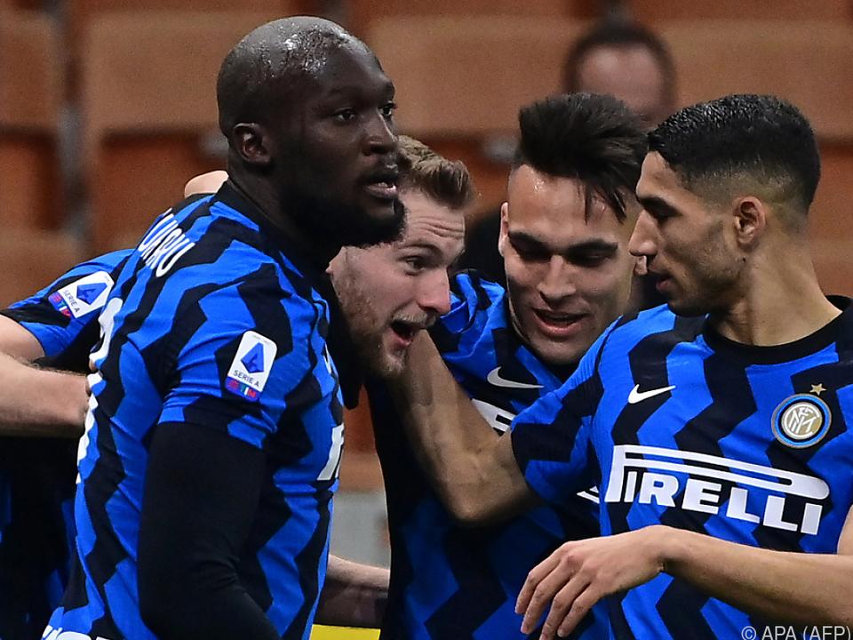 Milan Skriniar (2.v.l.) war der gefeierte Held im Inter-Dress