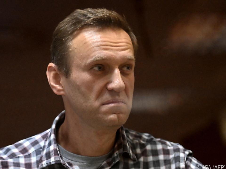 Nawalny bei seiner Verurteilung im Februar