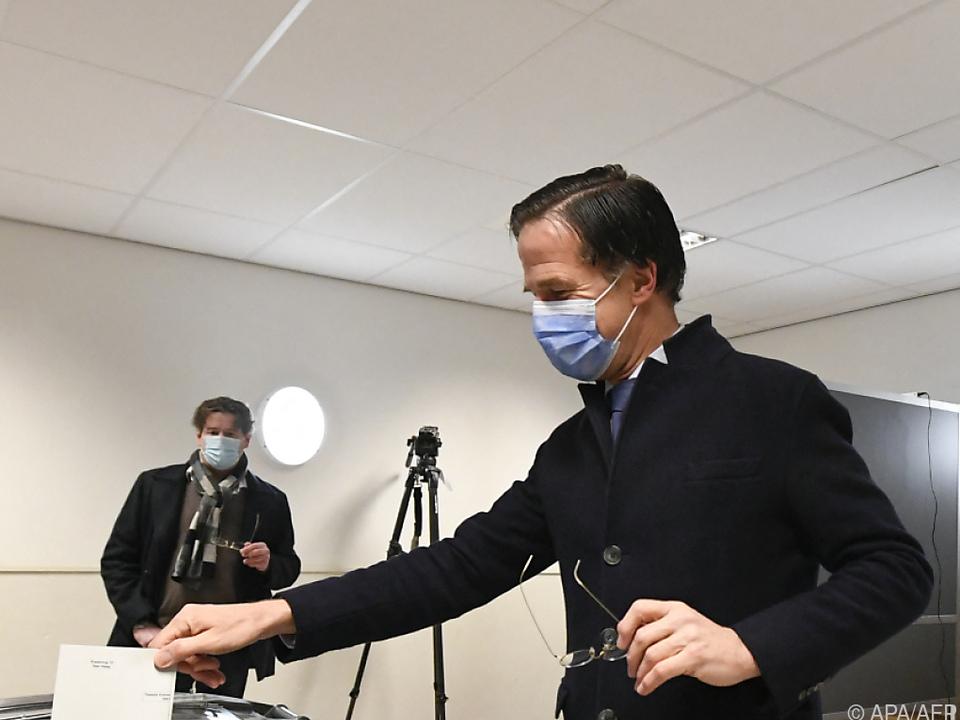 Niederlande-Wahl: Premier Mark Rutte bei Stimmabgabe