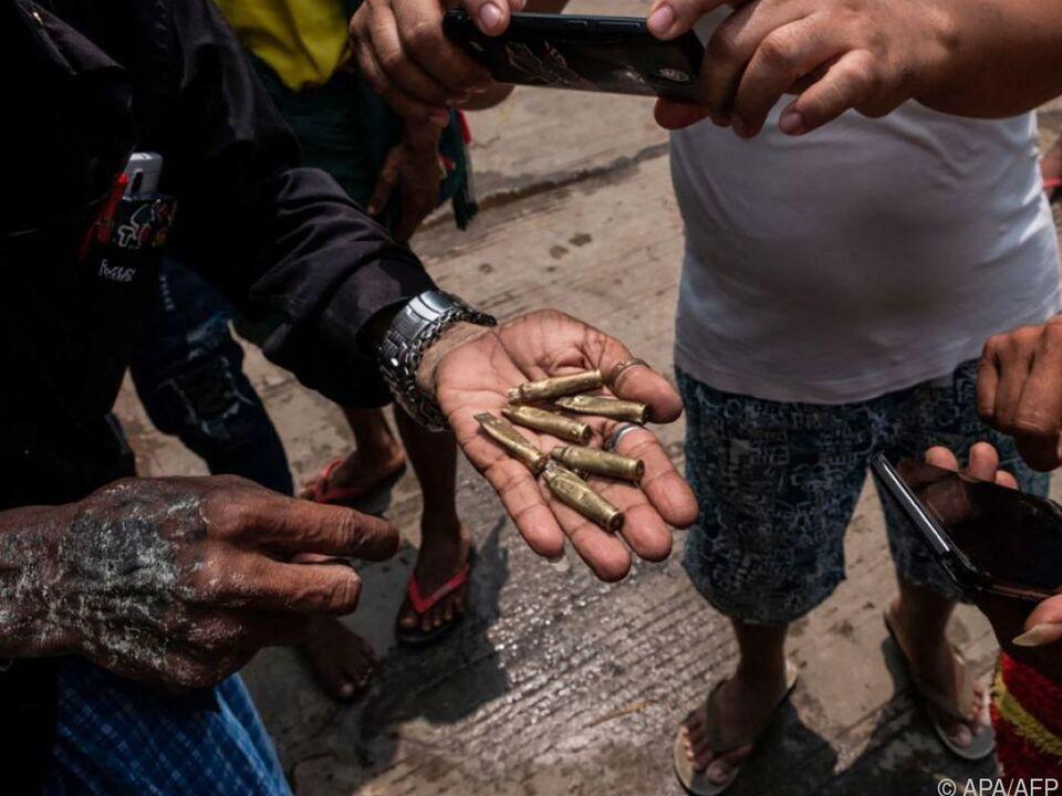 Online verbreitetes Bild soll auf Zivilisten gefeuerte Patronen zeigen