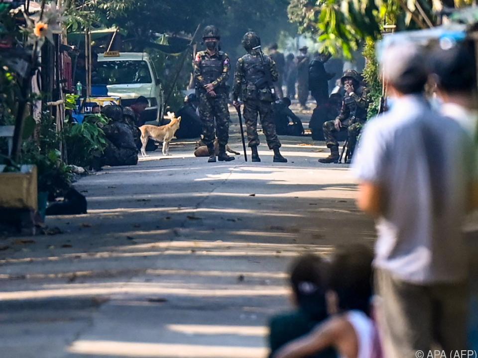 Polizei geht brutal gegen Demonstranten vor