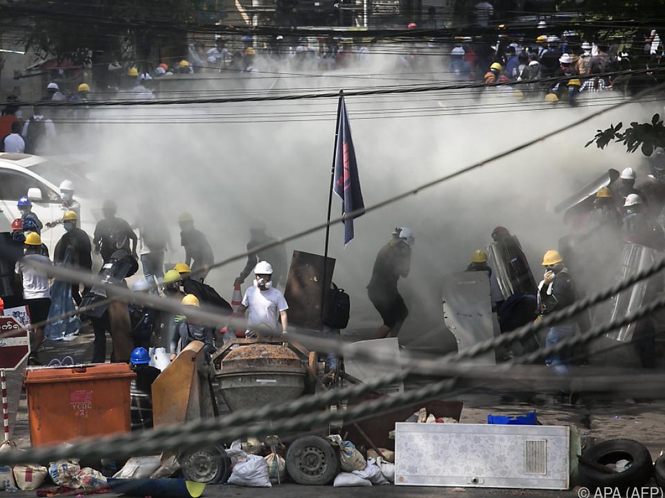 Polizei geht weiter mit massiver Gewalt gegen Demonstranten vor