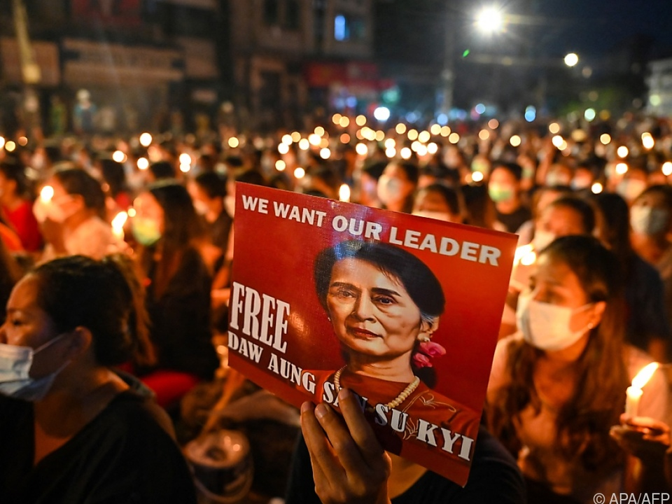 Proteste in Myanmar gegen Junta halten an