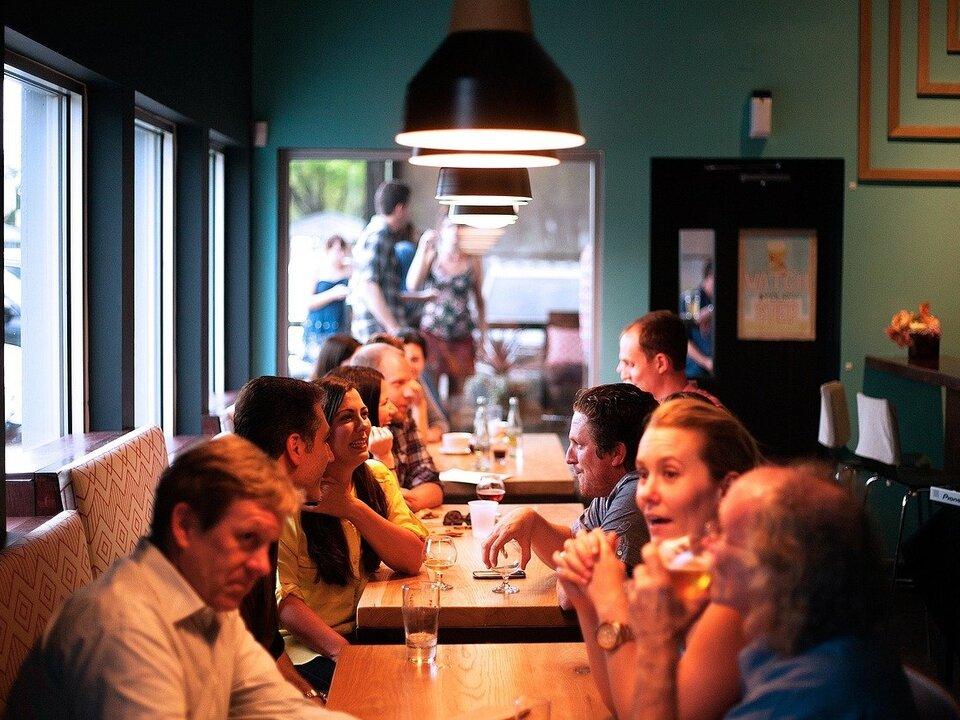 restaurant-690975_1280 mahlzeit essen kellner gastronomie geselligkeit