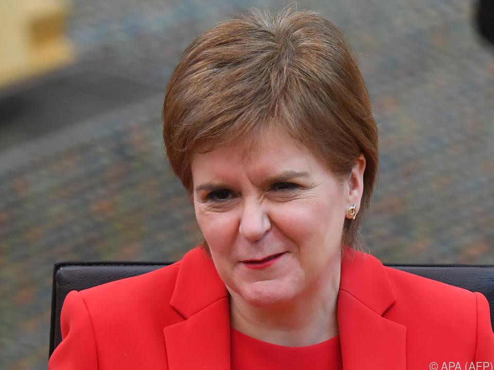 Schottische Regierungschefin geht mit Referendumsversprechen in Wahl