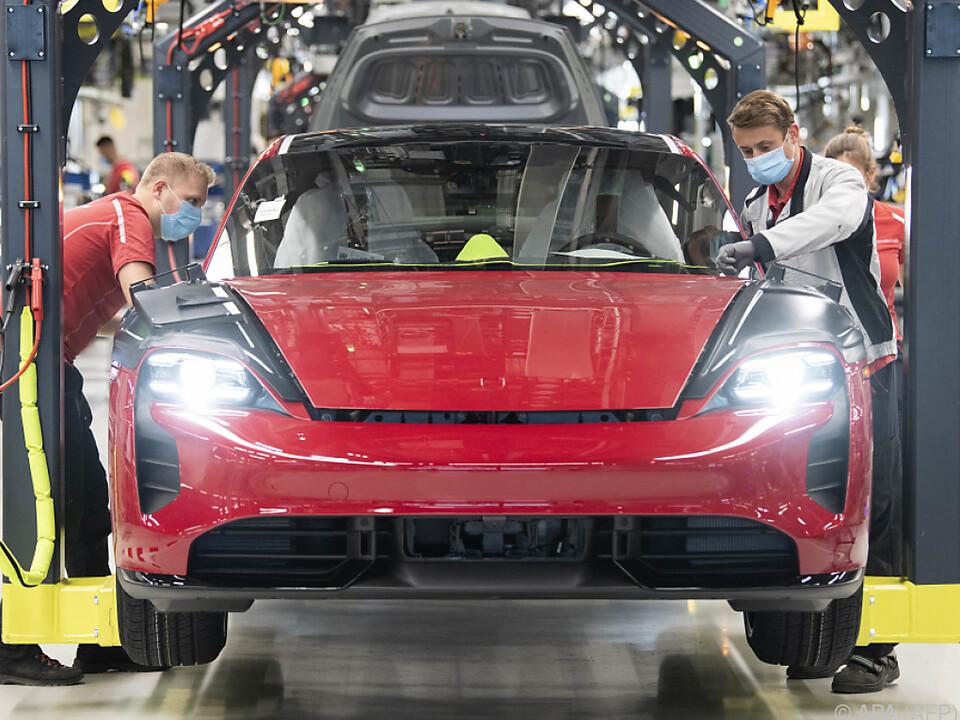 Taycan als erstes reines Elektroauto von Porsche besonders gefragt