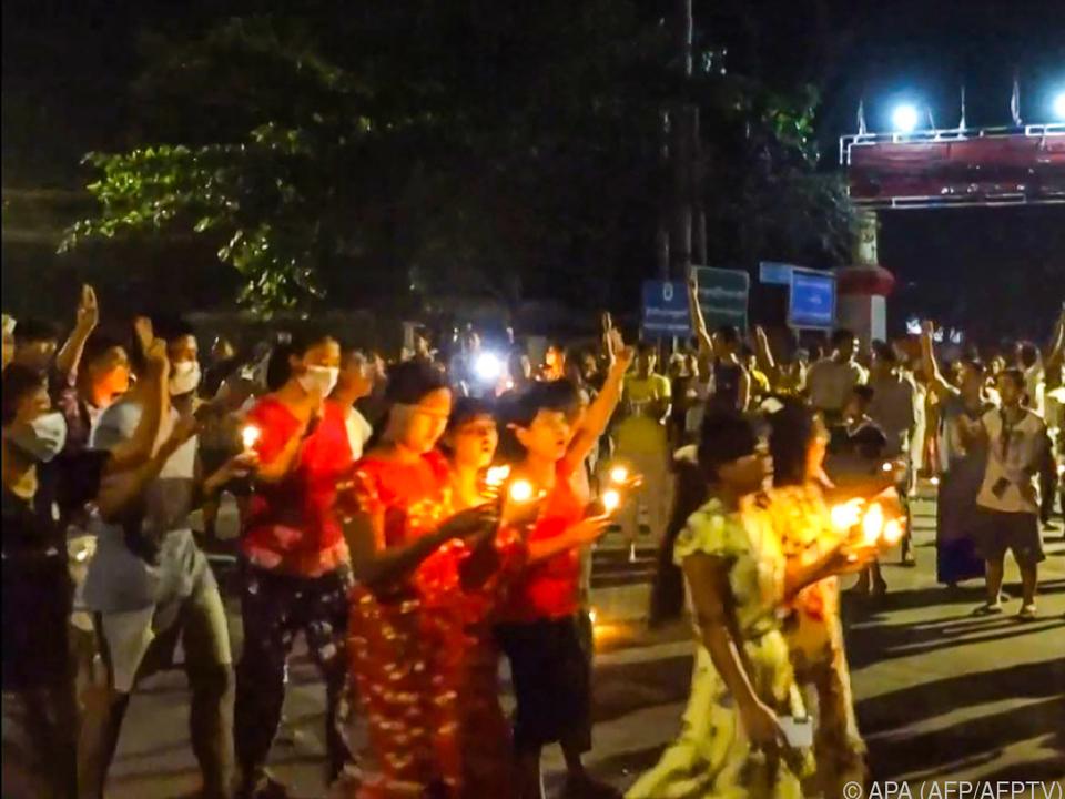 Trotz brutaler Reaktionen der Militärregierung geht der Protest weiter