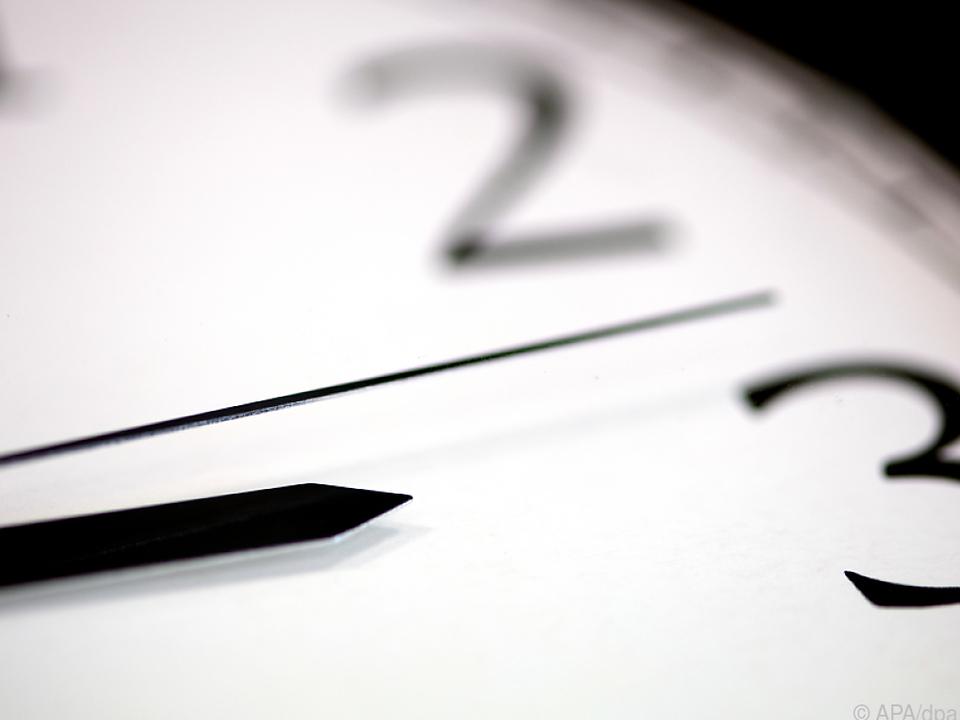 Uhren wurden wieder um eine Stunde vorgestellt