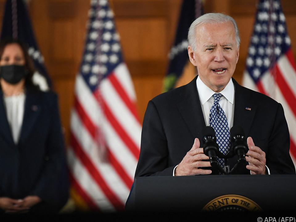 US-Präsident Biden (r.) und \