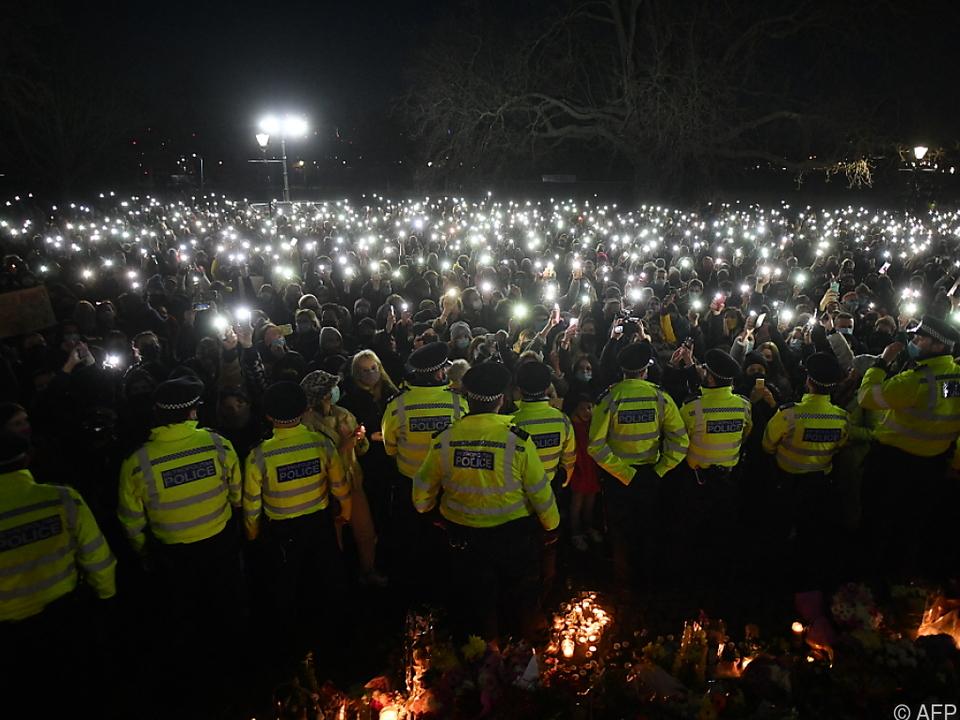 Viel Polizei bei Gedenken im Londoner Park Clapham Common