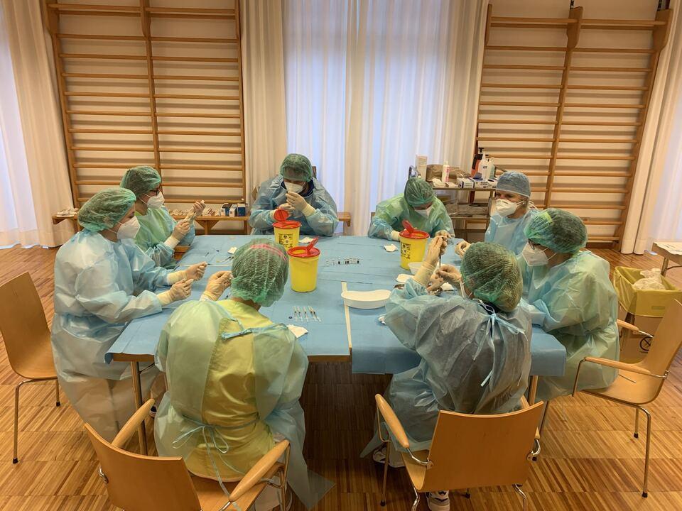 Vorbereitungen für die Impfung in der Stiftung Lorenzerhof in Lana