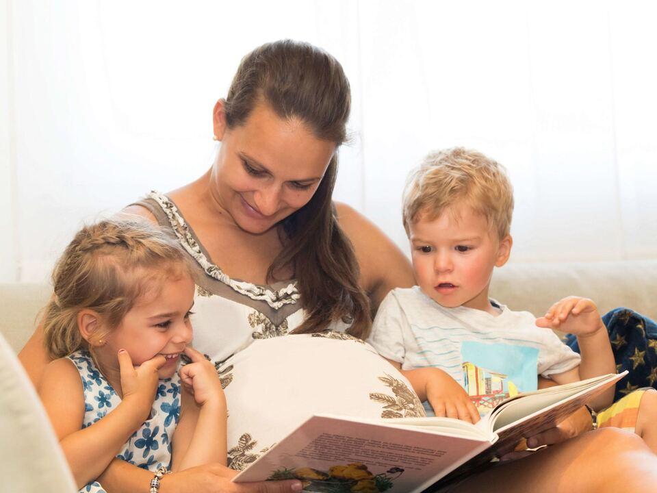 Mutter Kind Familie Vorlesen