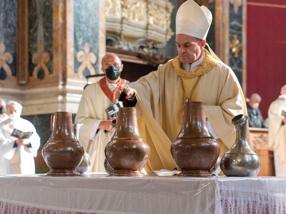 210401 Bischof Muser Öle Chrisammesse 2021-dxo