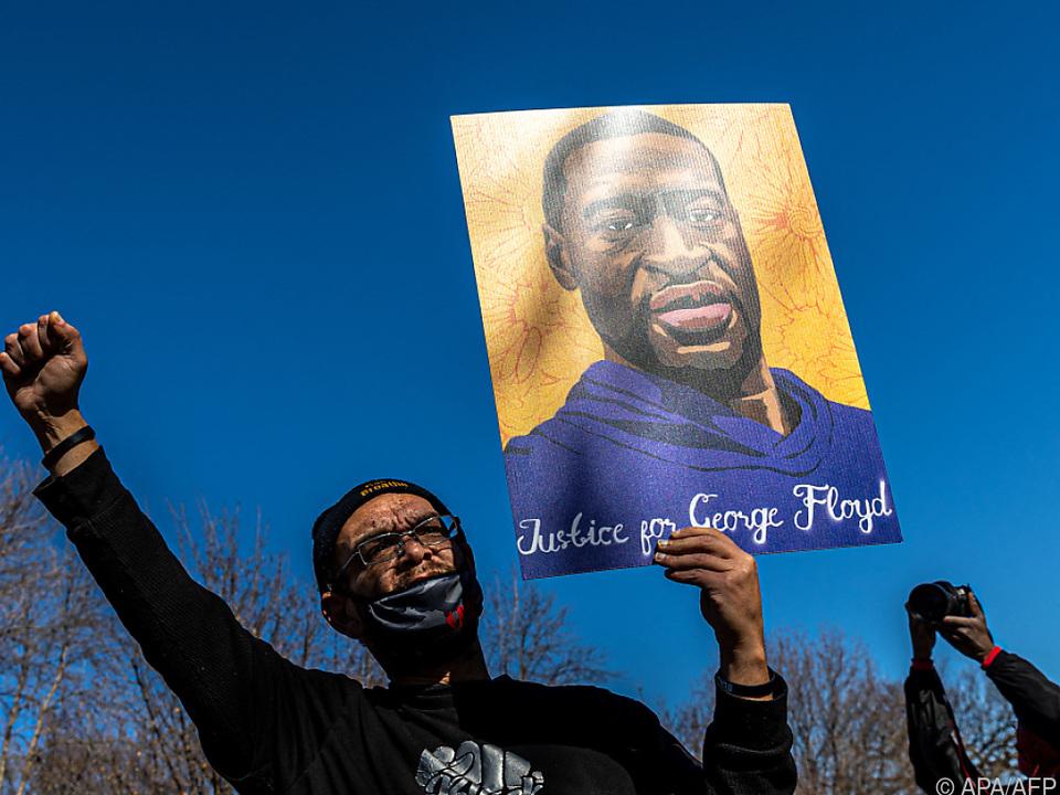 Aktivisten in Minneapolis fordern Gerechtigkeit für Floyd