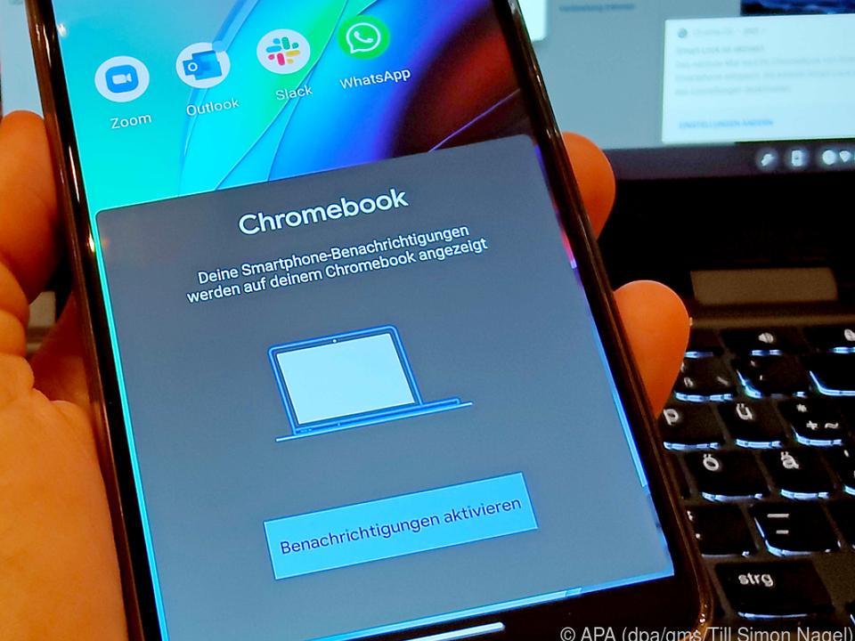 Mit dem neuesten Chrome OS kann man Chromebooks mit dem Smartphone koppeln