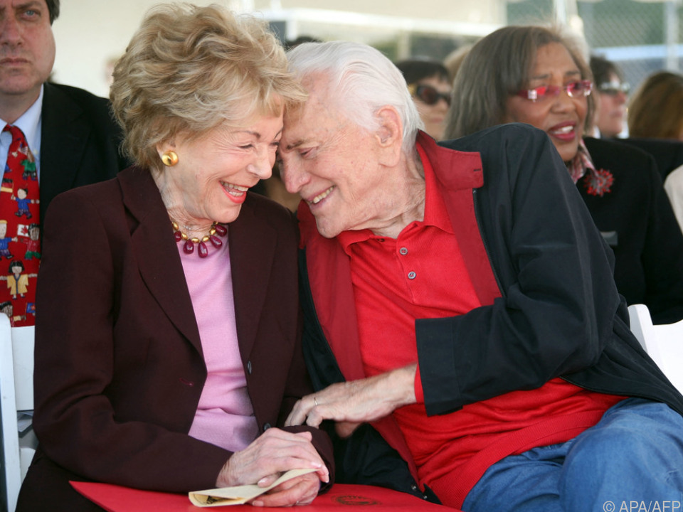 Anne Douglas mit ihrem Ehemann Kirk Douglas im Jahr 2008